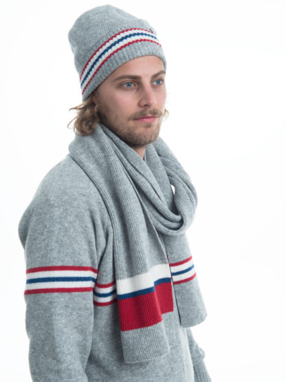hat and scarf in lightgrey